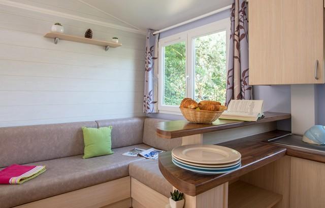 Séjour et coin cuisine du cottage Bretagne
