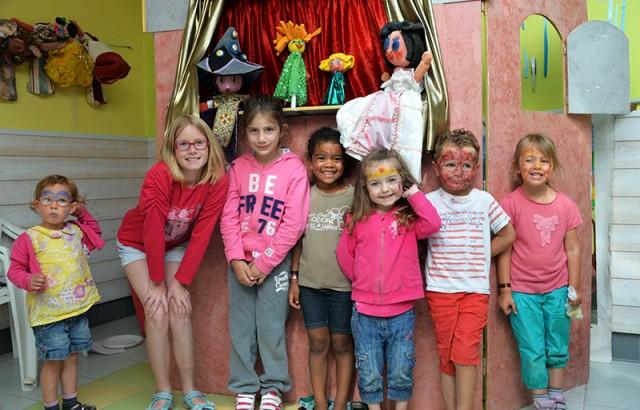 Marionnettes et maquillage au Club enfant