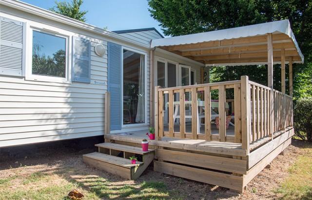 Un cottage lumineux avec une belle terrasse