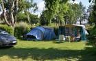 Emplacement verdoyant pour tente et caravane
