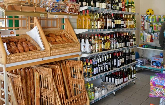 Choix de vins et spiritueux à l'épicerie