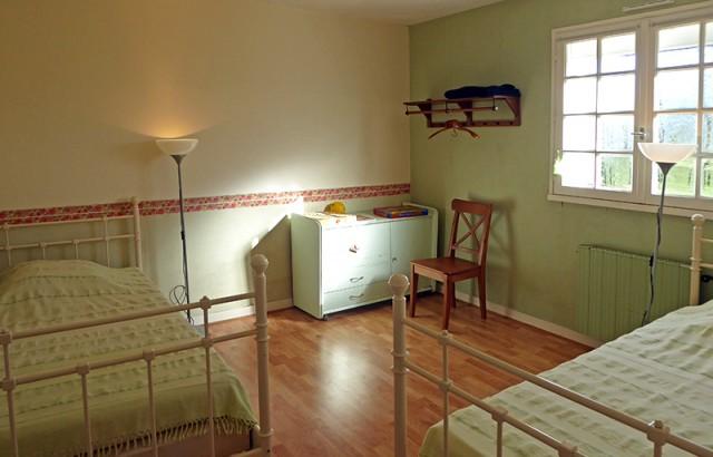 Chambre avec 2 lits simples au rez-de-chaussée