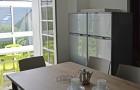 2 grands réfrigérateurs congélateurs dans le cuisine