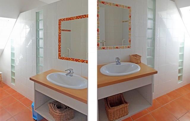 à l'étage, 2 salles de bain avec douche et lavabo.