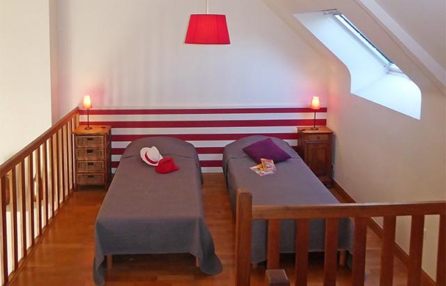 Chambre en mezzanine avec 2 lits simples