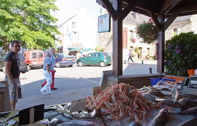 Vente de poissons à la halle à Baden