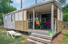 Chalet Lodge et sa terrasse couverte qui se ferme pour former une nouvelle pièce