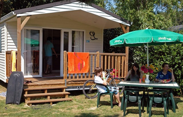 Salon de jardin et bains de soleil