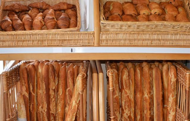 Minisupermarkt met warme bakker