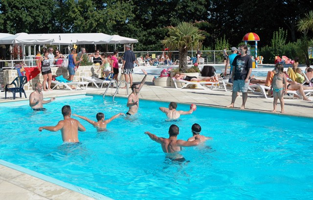 Waterpolo dans la piscine extérieue