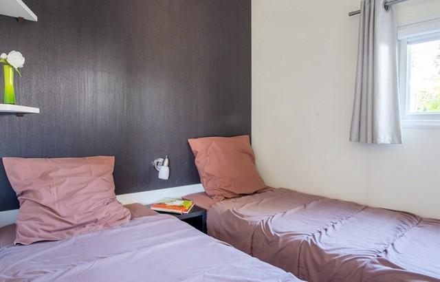 Chambre 2 lits simples 80 cottage Patio 4 fleurs