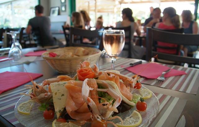 Salades et plats à la carte au restaurant Le P'tit Vézit