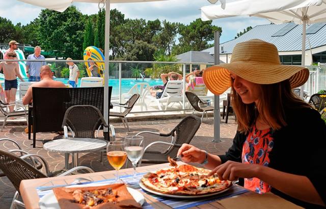 Restaurant mit a-la-carte-Gerichte, Snacks , Pizzeria, Pizza zum Mitnehmen, Bar