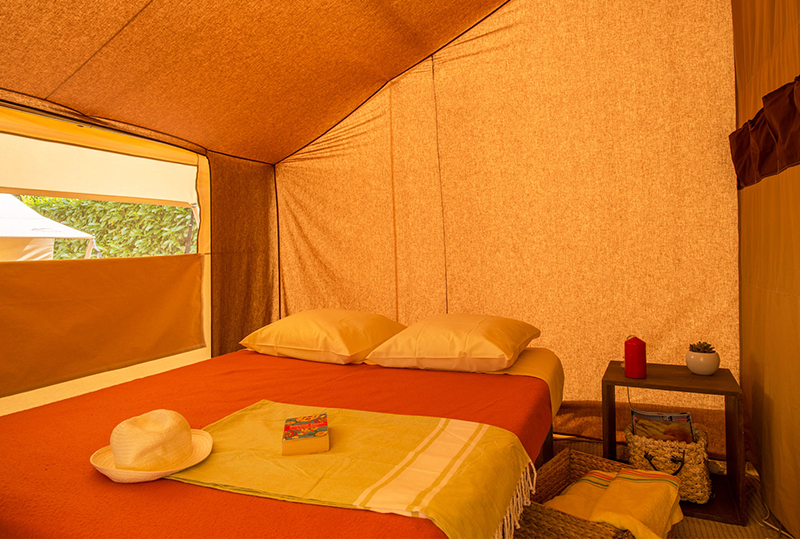 Tente meubl e safari 5 personnes camping man guernehu for Tente deux chambres