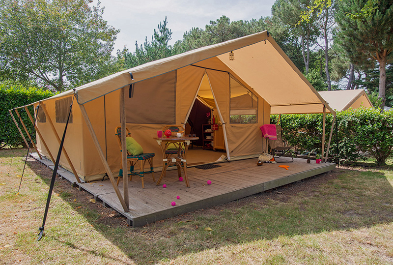 tente meubl e safari 5 personnes camping man guernehu golfe du morbihan. Black Bedroom Furniture Sets. Home Design Ideas