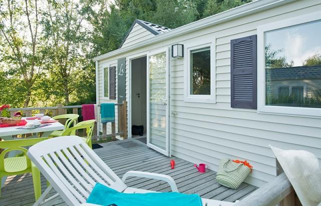 Bains de soleil sur la terrasse du cottage Ty Meur