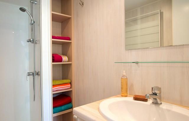 2 salles de bain avec douche
