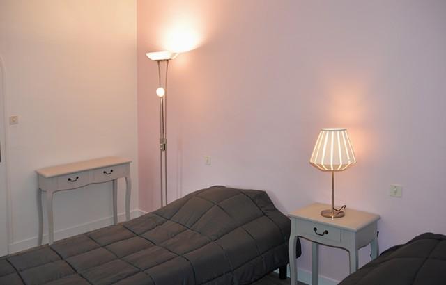 Chambre avec 2 lits simples 90x200cm à l'étage