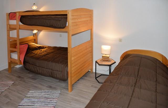 Chambres avec 4 lits simples 90x190cm dont 2 superposés