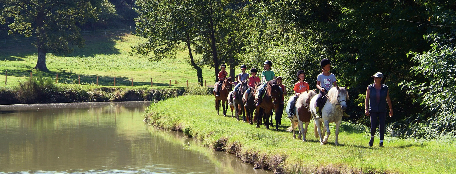 Come and live your passion for horses in Mané Guernehué riding school
