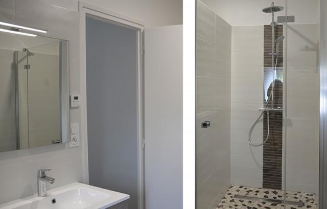 Salle de bain à l'étage avec douche et lavabo