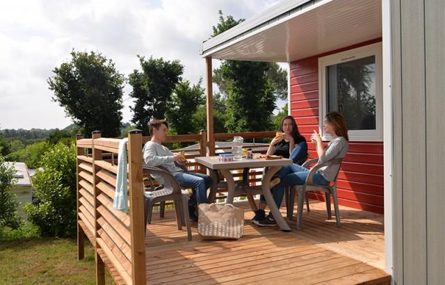 Petit déjeuner sur la terrasse du cottage Atlantique