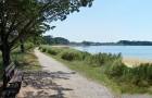 Sentier et plage devant le camping Ker Eden