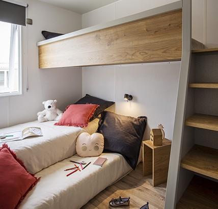 Chambre avec 3° lit escamotable dans le cottage Cap West 6P