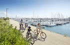 Balade à vélo sur le port du Crouesty © A. Lamoureux Golfe du Morbihan Vannes Tourisme